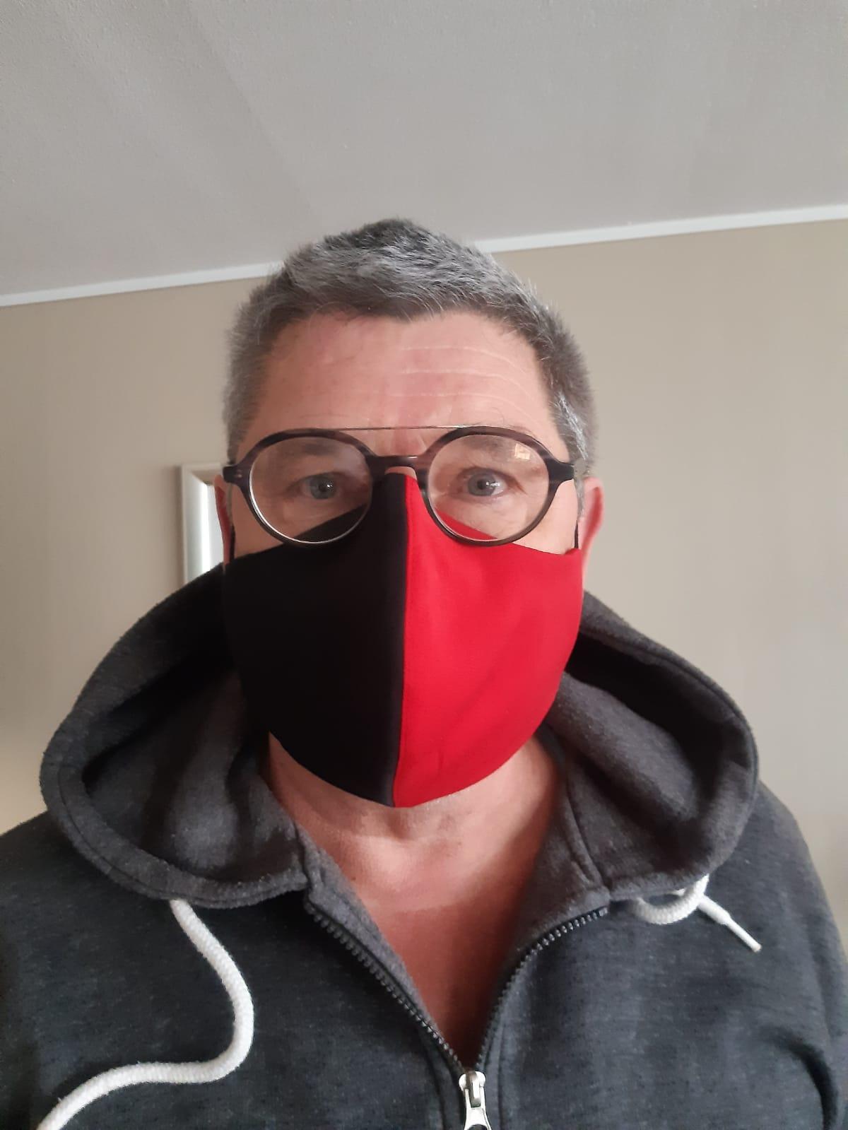 Wil jij ook een rood/zwart mondkapje?